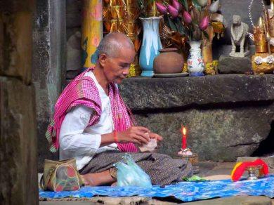 Siem Reap - Temple 'Banteay Kdei', vieille femme