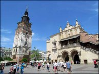Cracovie - Main market square 'Cloth Hall' et 'Town Hall Tower'