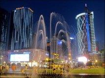 Chengdu - Tianfu square, de nuit éclairé
