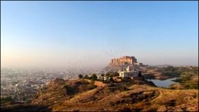 Jodhpur - Parc 'Rao Jodha Desert Rock' - Lac, mausolée Jaswanth Thada et fort de Mehrangargh